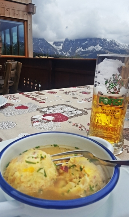 Speckknodelsuppe and Forst beer