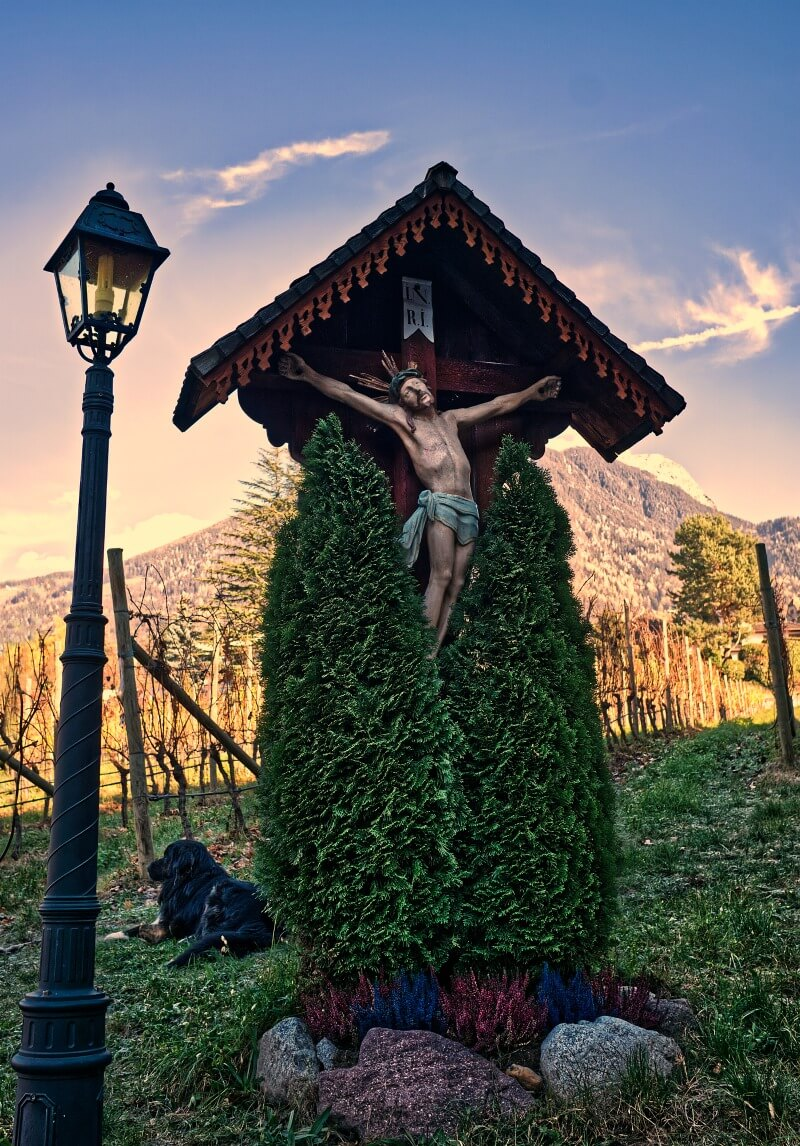 A wayside shrine in the vineyards of Castel Rametz